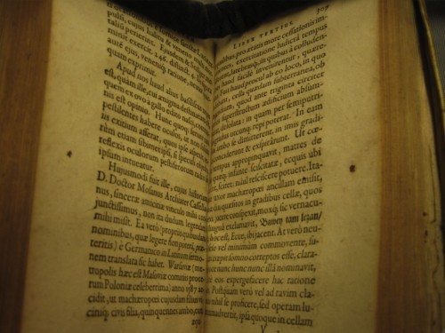 The Dutch National Library's copy of Pincier's Ænigmata (1605), opened at the pages that discuss the appearance of the Warsaw basilisk 18 years earlier. Photo courtesy of Henk Looijesteijn.