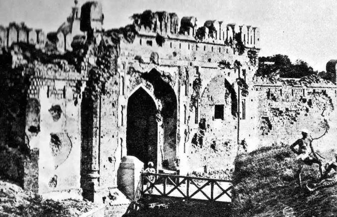 The Kashmir Gate, in Delhi, was the scene of the climatic battle of the rebellion. Photographed some months later by Felice Beato, it still bears clear signs of the action it saw.