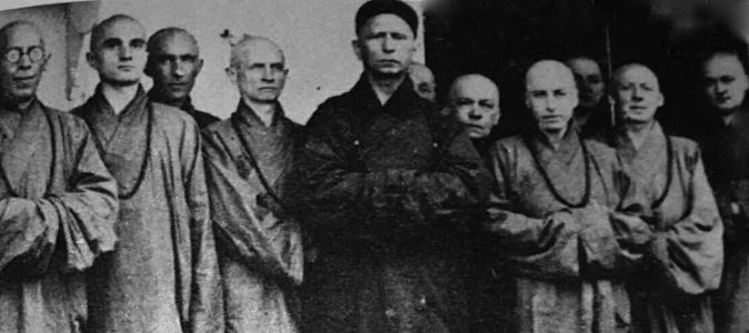 Trebitsch Lincoln (centre) as a Buddhist abbott in China
